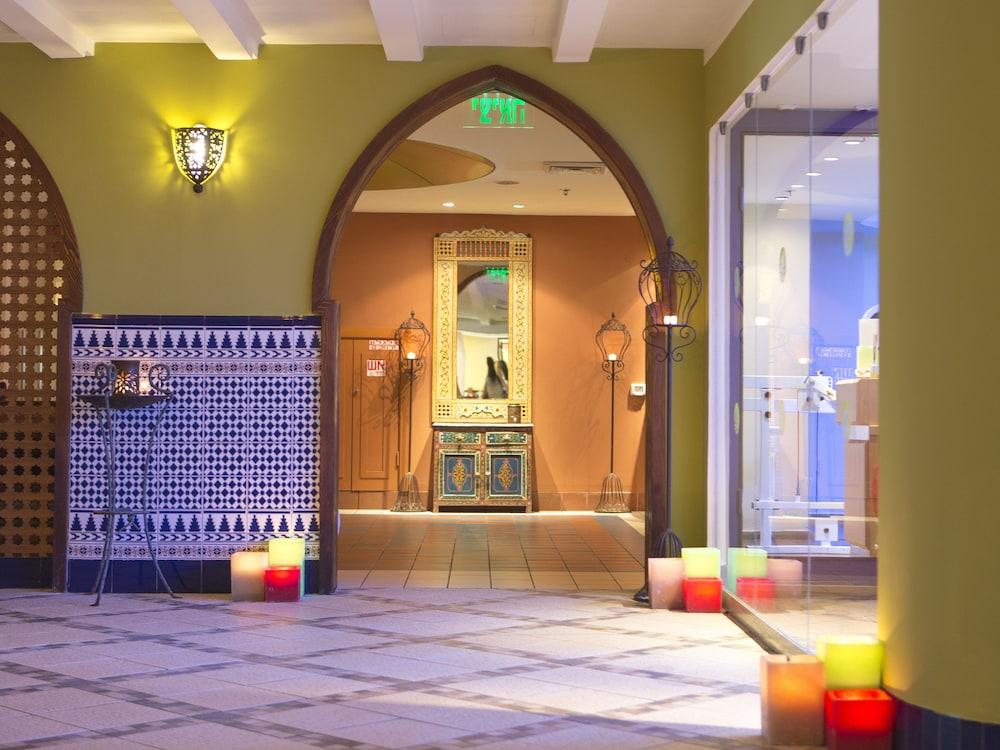 https://i.travelapi.com/hotels/2000000/1510000/1503000/1502981/bb68d9e2_z.jpg