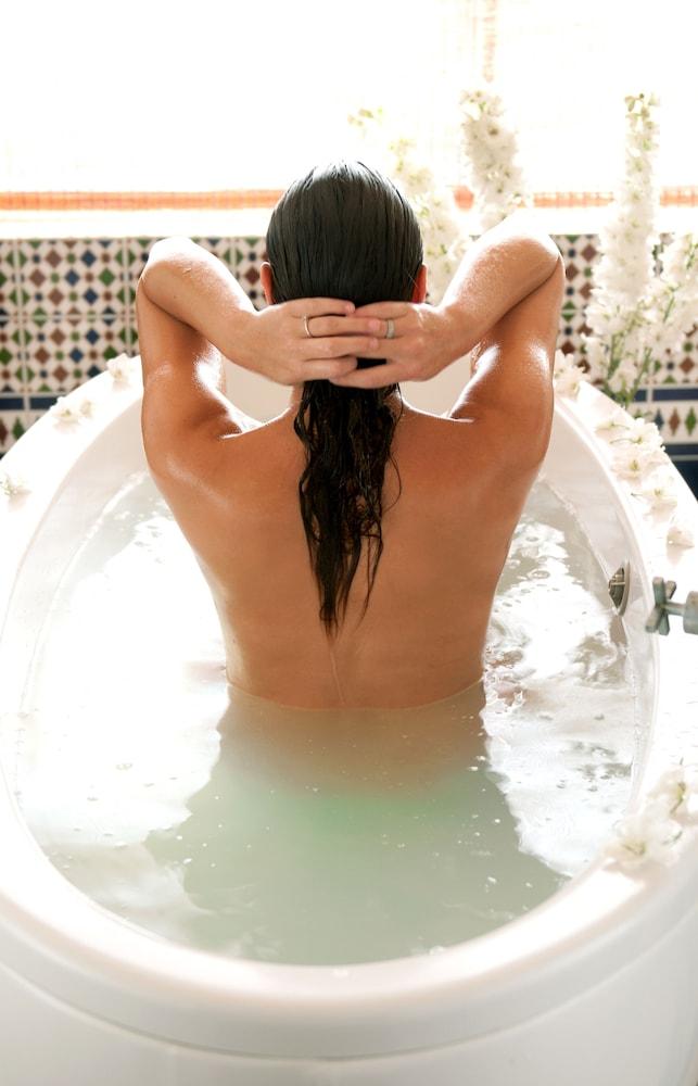 https://i.travelapi.com/hotels/2000000/1510000/1503000/1502981/ccbe30fb_z.jpg