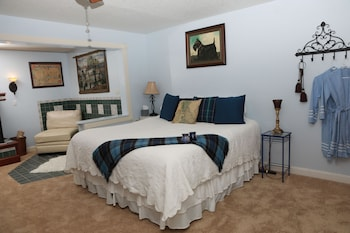Superior Room, 1 King Bed, Fireplace (Scottish Suite)