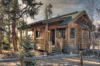 Classic Cabin, 1 King Bed with Sofa bed, Mountain View ( (Mariposa))