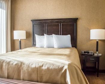 Suite, 2 Bedrooms (Lockoff, 1 Junior & 1 Master)