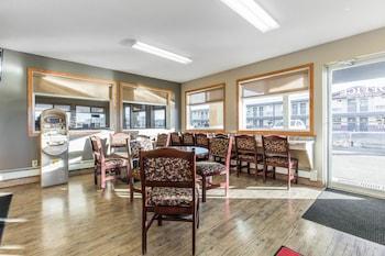 Empire Inn & Suites - Hotel Interior  - #0