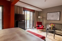 Executive Suite, 1 King Bed, Courtyard View
