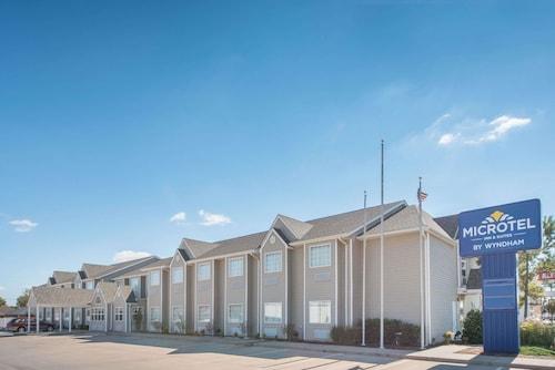 . Microtel Inn & Suites by Wyndham Altus