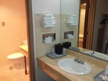 Red Fox Inn - Bathroom  - #0
