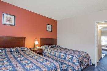 Guestroom at Knights Inn and Suites Virginia Beach in Virginia Beach