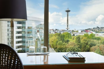 Premium Room, 1 King Bed (Space Needle View)