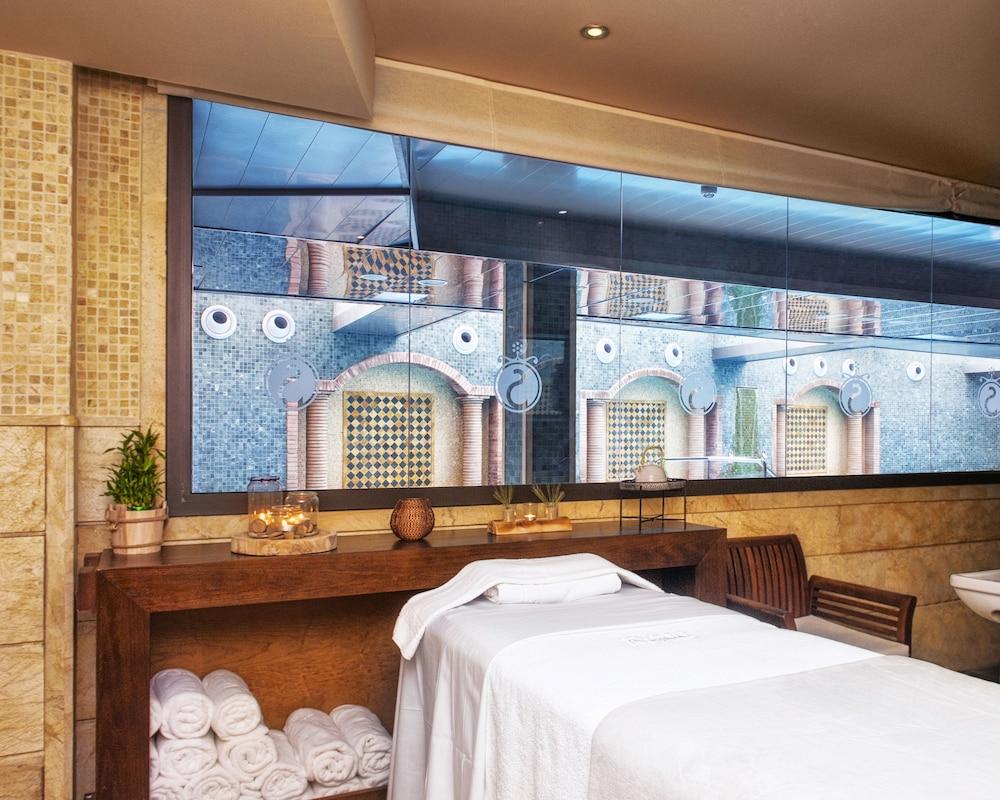 https://i.travelapi.com/hotels/2000000/1520000/1510100/1510003/76d29442_z.jpg
