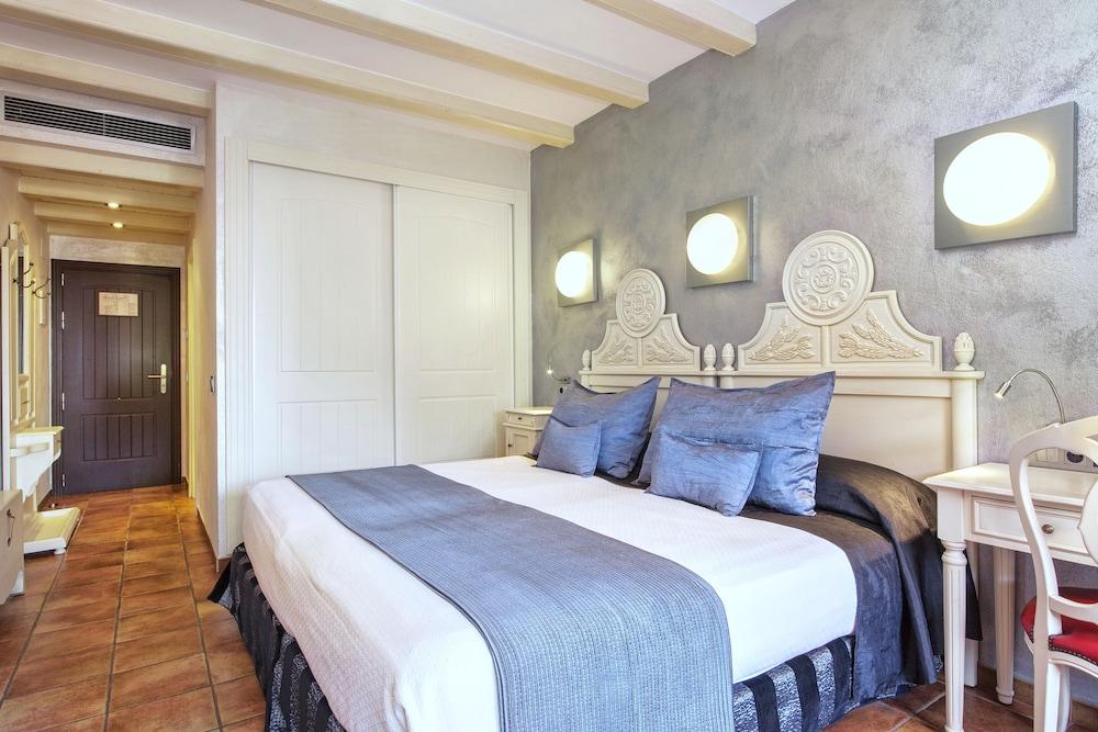 https://i.travelapi.com/hotels/2000000/1520000/1510100/1510003/dd2854c3_z.jpg