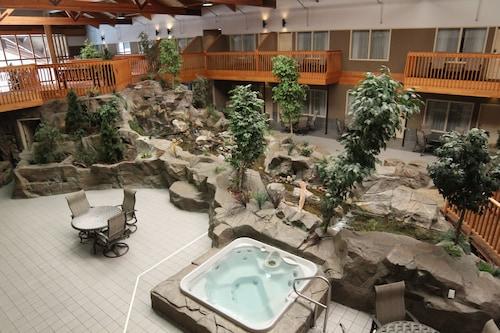 . C'mon Inn Hotel & Suites