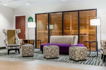 Lobby Lounge at Wingate by Wyndham Chesapeake in Chesapeake