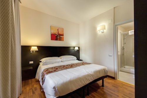 __{offers.Best_flights}__ Regal Park Hotel