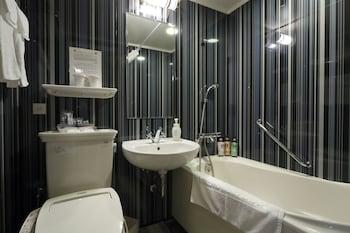 HOTEL MONTEREY HANZOMON Bathroom
