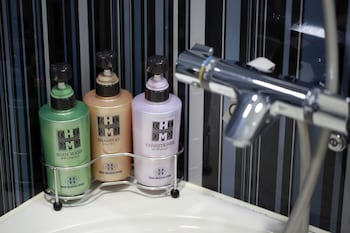 HOTEL MONTEREY HANZOMON Bathroom Amenities