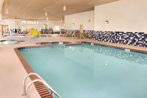 . Country Inn & Suites by Radisson, Portage, IN