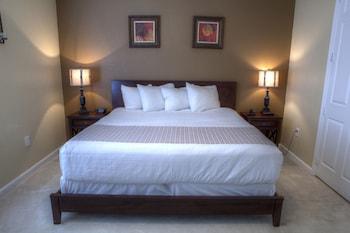 Lakeview Condo 3 Bedroom  / 2 Bath Premium