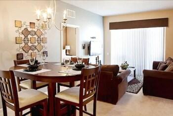 Deluxe Condo, 3 Bedrooms, 2 Bathrooms (3 Bedroom / 2 Bath Deluxe Condo-Suite)