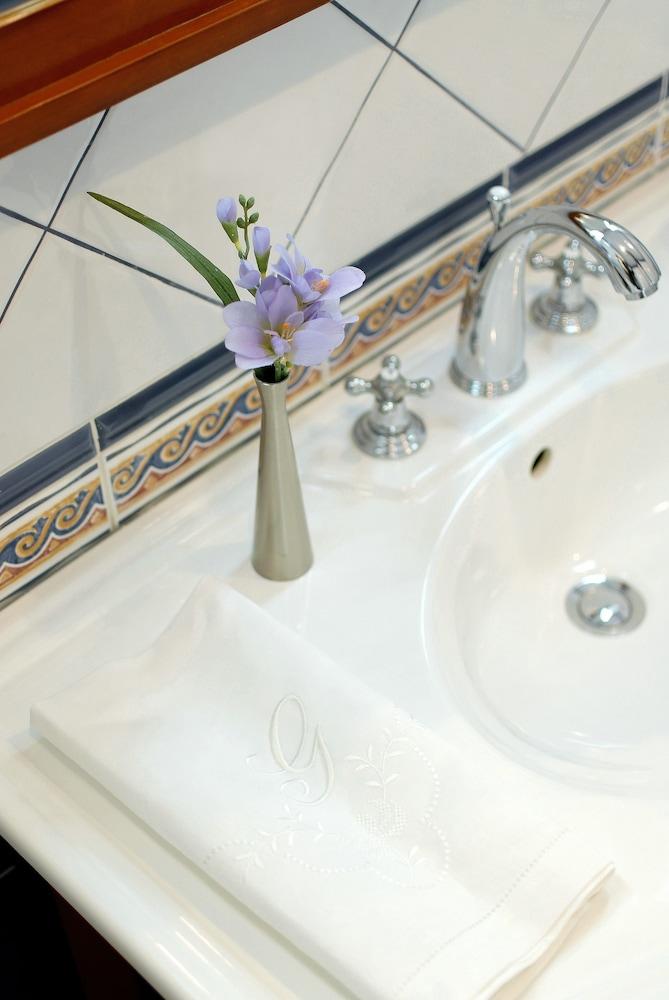 그로트후스 부티크 호텔(Grotthuss Boutique Hotel) Hotel Image 42 - Bathroom