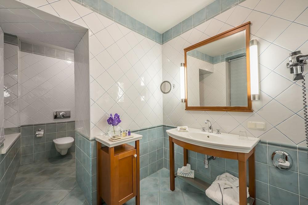 그로트후스 부티크 호텔(Grotthuss Boutique Hotel) Hotel Image 40 - Bathroom