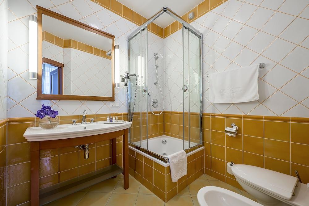 그로트후스 부티크 호텔(Grotthuss Boutique Hotel) Hotel Image 41 - Bathroom