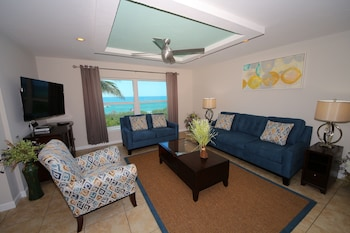 Deluxe 2 Bedroom Condo with King Bed, Queen Bed, and Sleeper Sofa