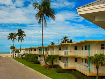 Hotel - Carousel Inn on the Beach