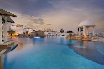 Sharq Village & Spa, a Ritz-Ca..