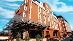 Ramada Hotel & Suites by Wyndham Bucharest North