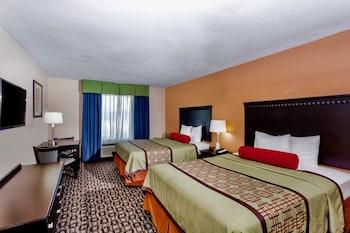 Guestroom at Days Inn & Suites by Wyndham Savannah North I-95 in Port Wentworth