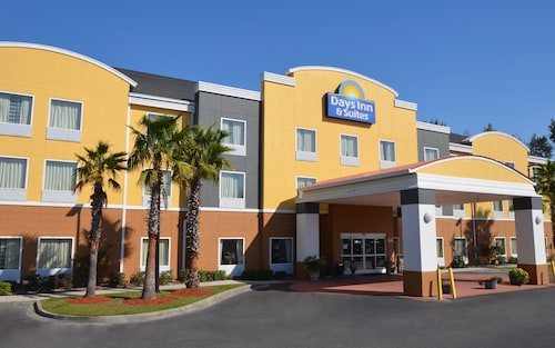 . Days Inn & Suites by Wyndham Savannah North I-95