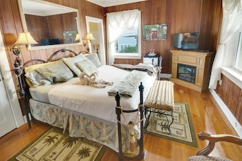 Sea Breeze Room (Beach House 2nd Floor)