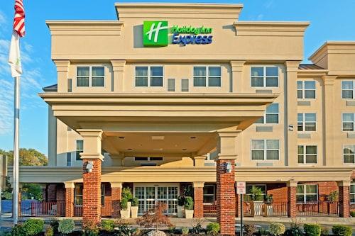 . Holiday Inn Express Woodbridge, an IHG Hotel