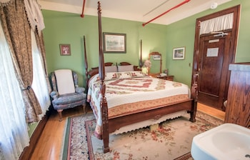 Standard Room, 1 King Bed (King Room)