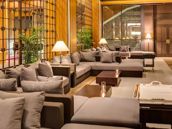 OKAYAMA INTERNATIONAL HOTEL Lobby Sitting Area