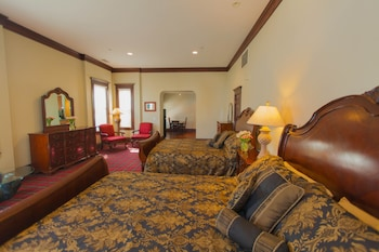 Suite (1 King and 1 Queen Bed)