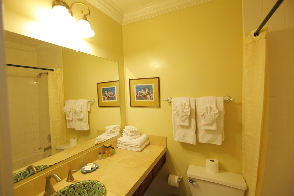 산타 파울라 인(Santa Paula Inn) Hotel Image 24 - 욕실