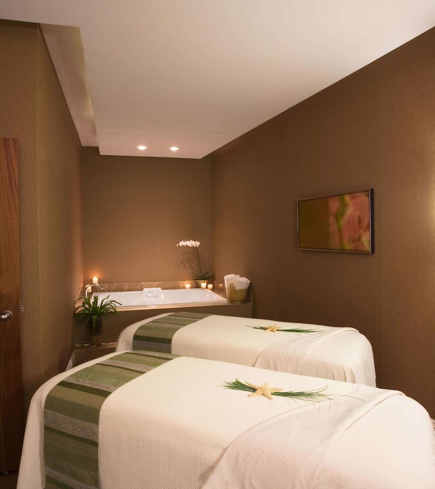 https://i.travelapi.com/hotels/2000000/1550000/1542800/1542725/6fcf9bb0_z.jpg