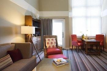 https://i.travelapi.com/hotels/2000000/1550000/1542800/1542725/bba6743e_b.jpg