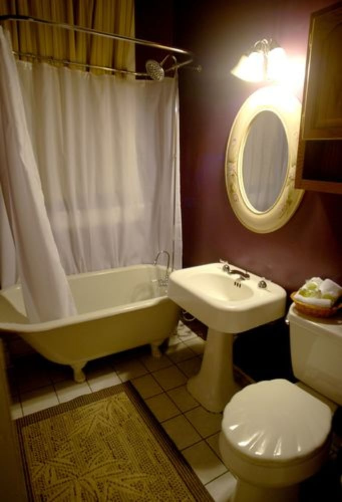 2E - Full bed, Private Bath