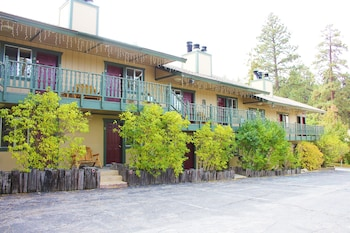 Standard Double Room, Ensuite (Motel Room 1 King 2 Fulls)