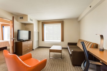 Suite, 1 Queen Bed, Accessible