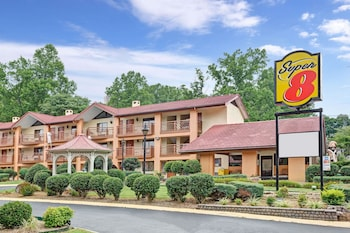 Super 8 by Wyndham Downtown Gatlinburg at Convention Center