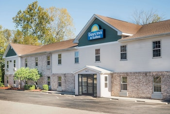 Hotel - Days Inn & Suites by Wyndham Sellersburg