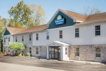Hotel - Days Inn & Suites by Wyndham Sellersburg