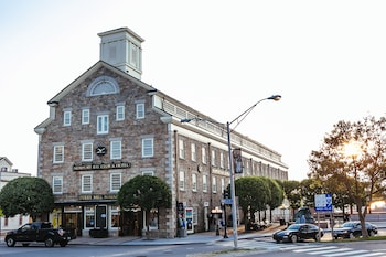 紐波特灣俱樂部及飯店 Newport Bay Club and Hotel