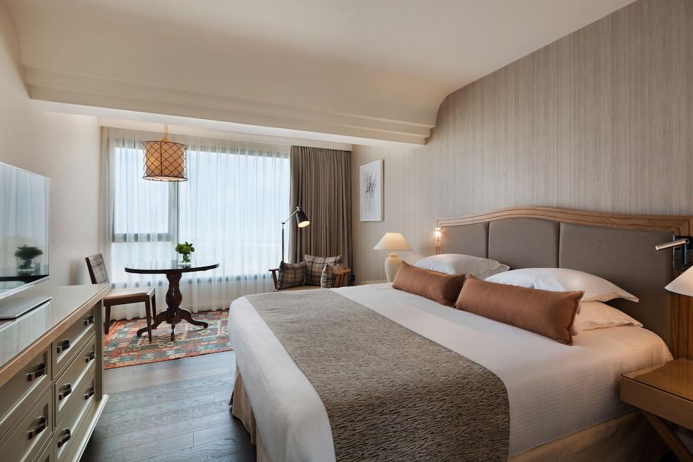 https://i.travelapi.com/hotels/2000000/1550000/1549100/1549098/1f2baa43_z.jpg