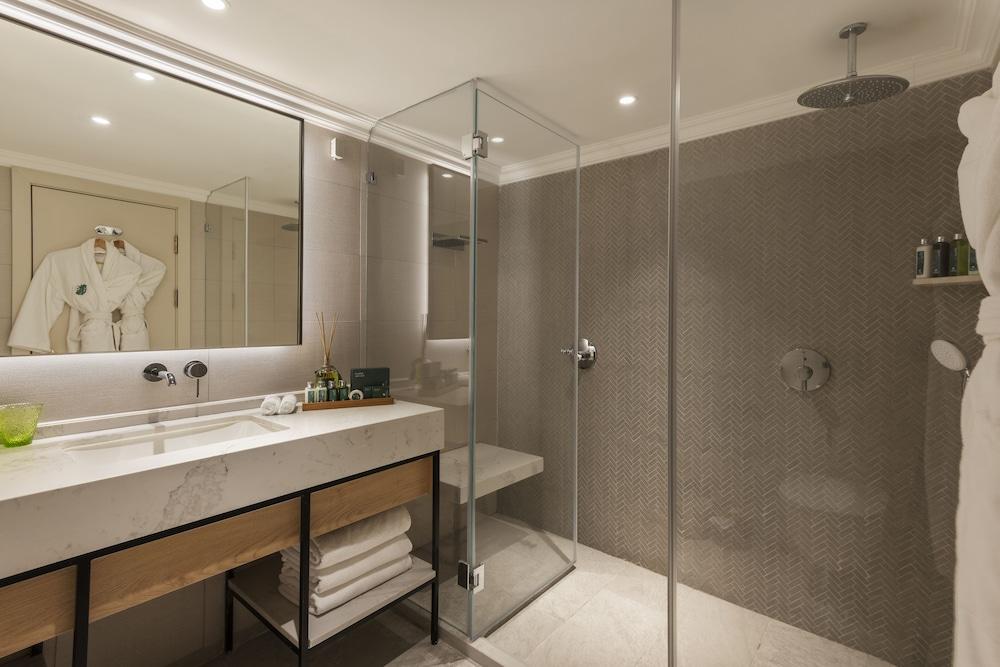 https://i.travelapi.com/hotels/2000000/1550000/1549100/1549098/2c84892e_z.jpg