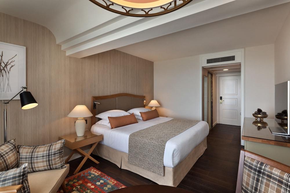 https://i.travelapi.com/hotels/2000000/1550000/1549100/1549098/561c5244_z.jpg