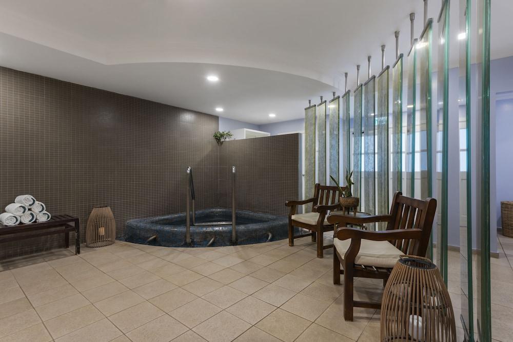 https://i.travelapi.com/hotels/2000000/1550000/1549100/1549098/c4f92a23_z.jpg