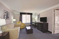Deluxe Suite, 1 King Bed, Accessible, Non Smoking (Mobility/Hearing Impaired Accessible)